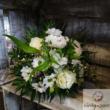 Körcsokor fehér virágokból