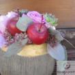 Kaspóba tűzött virágdísz