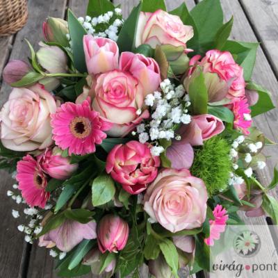Rózsaszín vegyes virágcsokor