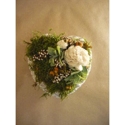 Kőszív fehér virággal