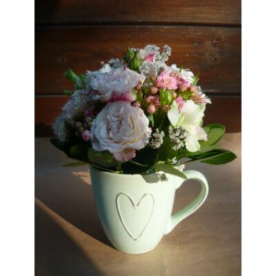 Kis méretű virágos asztaldísz